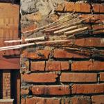 Sołtysik_Anna_2017_Nurt2_instalacja płaska_drewno kora wiklina pleksa_70x25cm